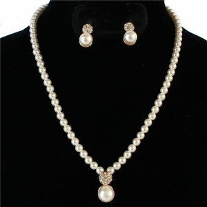 Jewelry - Pearl pendant necklace set